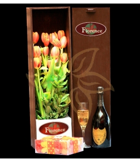 Beautiful wooden box with tulips.