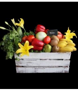 Caja con frutas y verduras